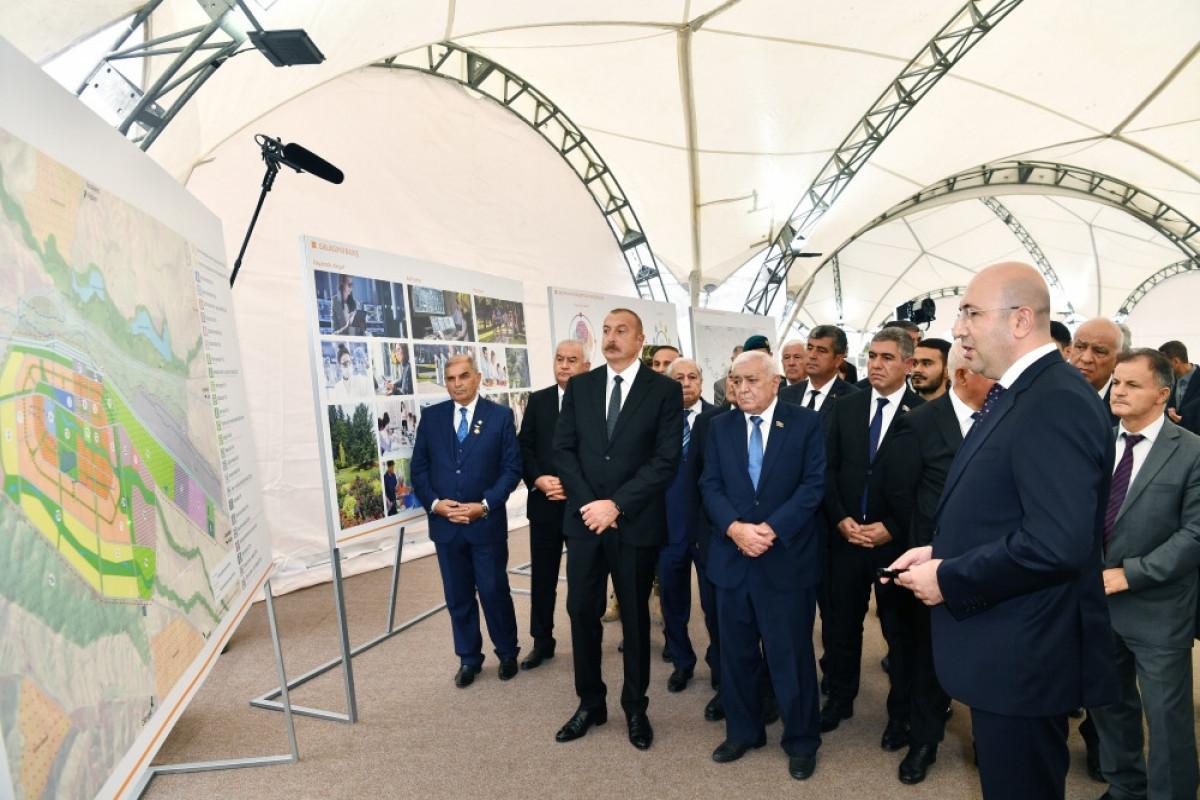 Azerbaijani President Ilham Aliyev and the First Lady Mehriban Aliyeva with representatives of Fuzuli community