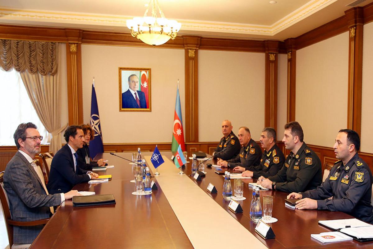 Azərbaycanın Müdafiə nazirinin NATO-nun Qafqaz və Mərkəzi Asiya üzrə xüsusi nümayəndəsi ilə görüşü