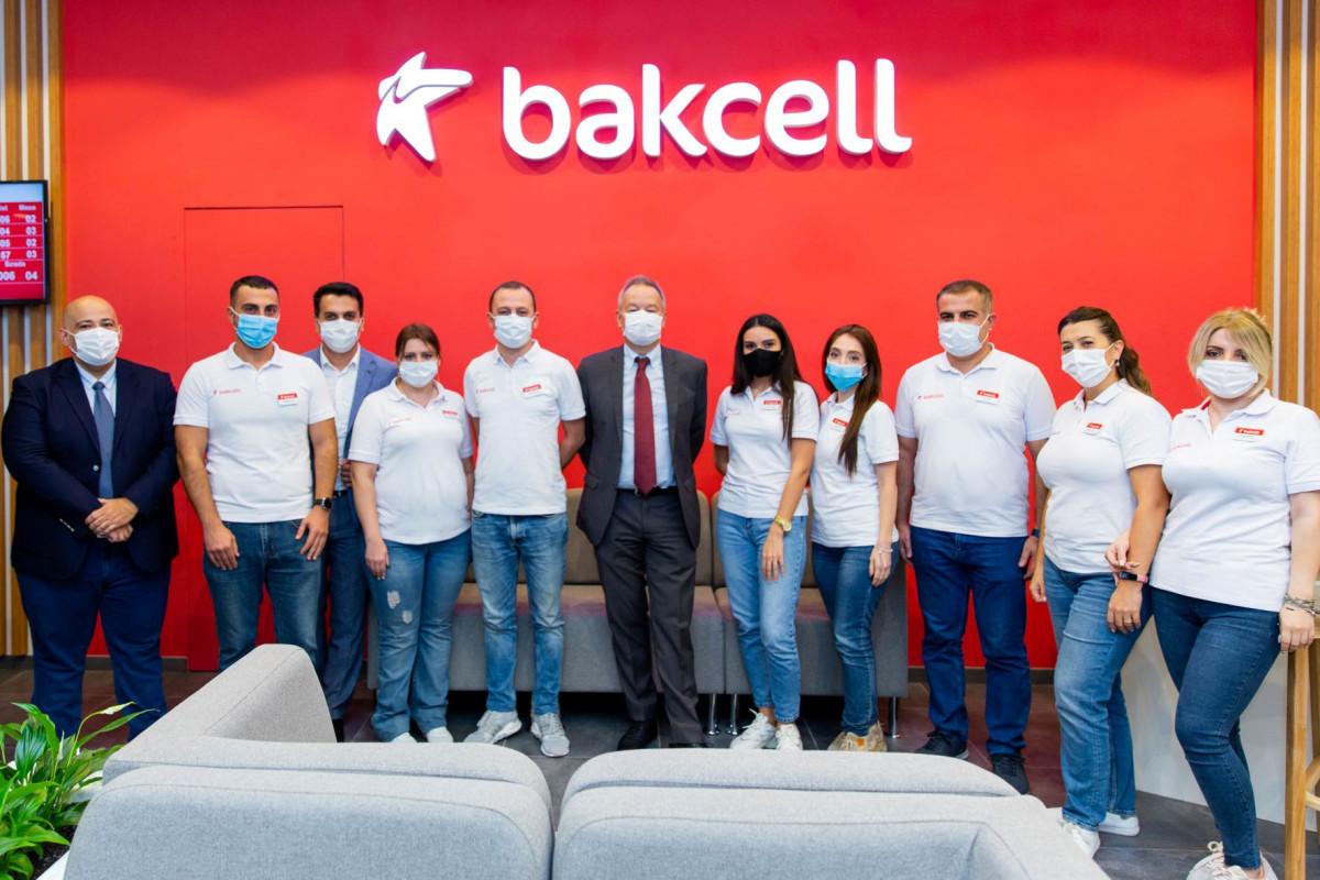Компания Bakcell представила обновленный концептуальный магазин в центре Баку