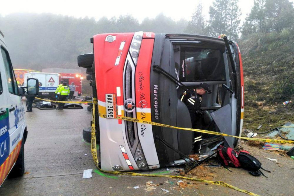 Bus crashed on the road and 11 people died in Ecuador
