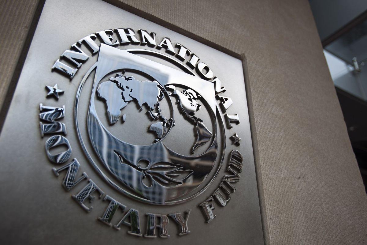 BVF Azərbaycanın dövlət borcu üzrə proqnozunu yaxşılaşdırıb