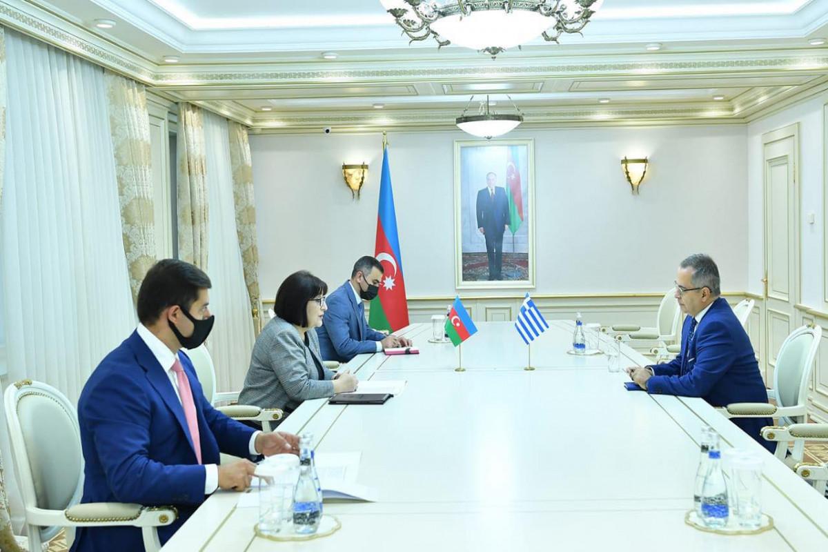 Председатель Милли Меджлиса Сахиба Гафарова встретилась с чрезвычайным и полномочным послом Греции в Азербайджанской Республике Николаосом Пиперигкосом