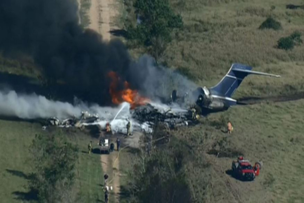 """Passenger plane crashes and burns in Texas, 21 people survive-<span class=""""red_color"""">VIDEO"""