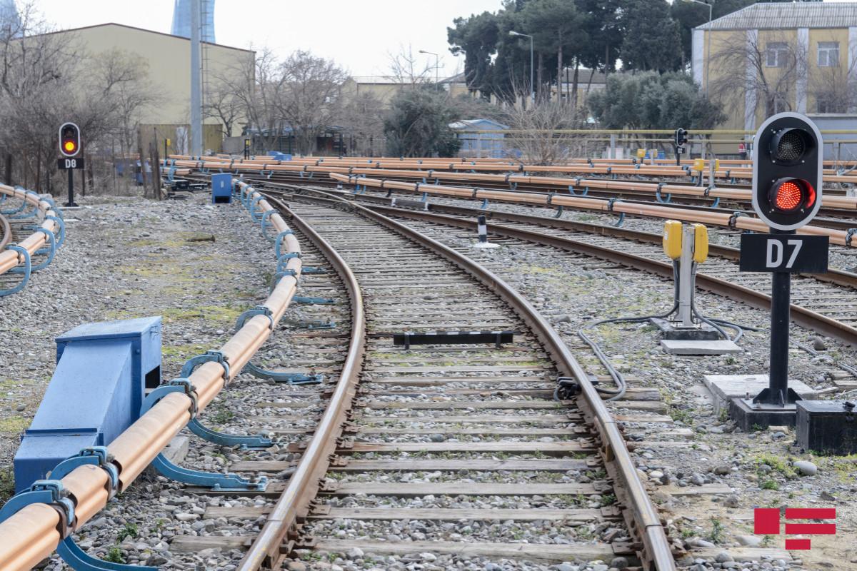 В Азербайджане возросли грузоперевозки и пассажироперевозки железнодорожным транспортом