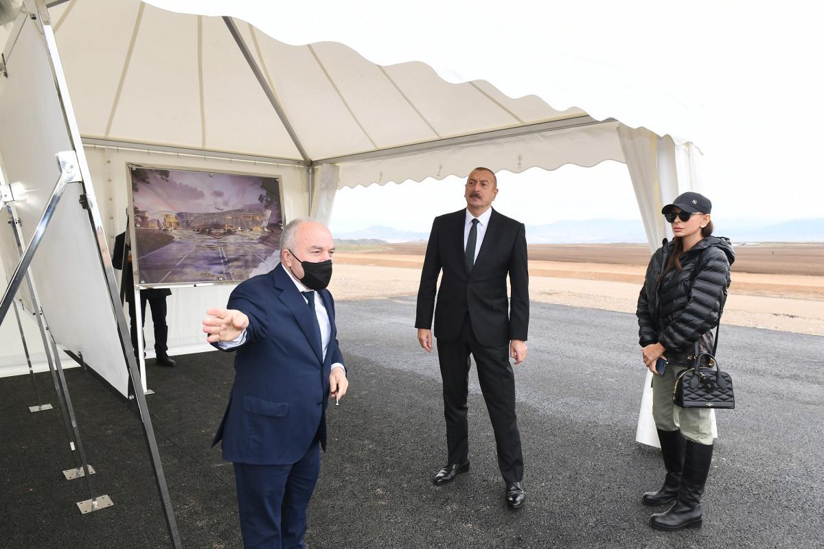 Prezident İlham Əliyev və Mehriban Əliyeva Zəngilan Beynəlxalq Hava Limanının tikintisi ilə tanış olub