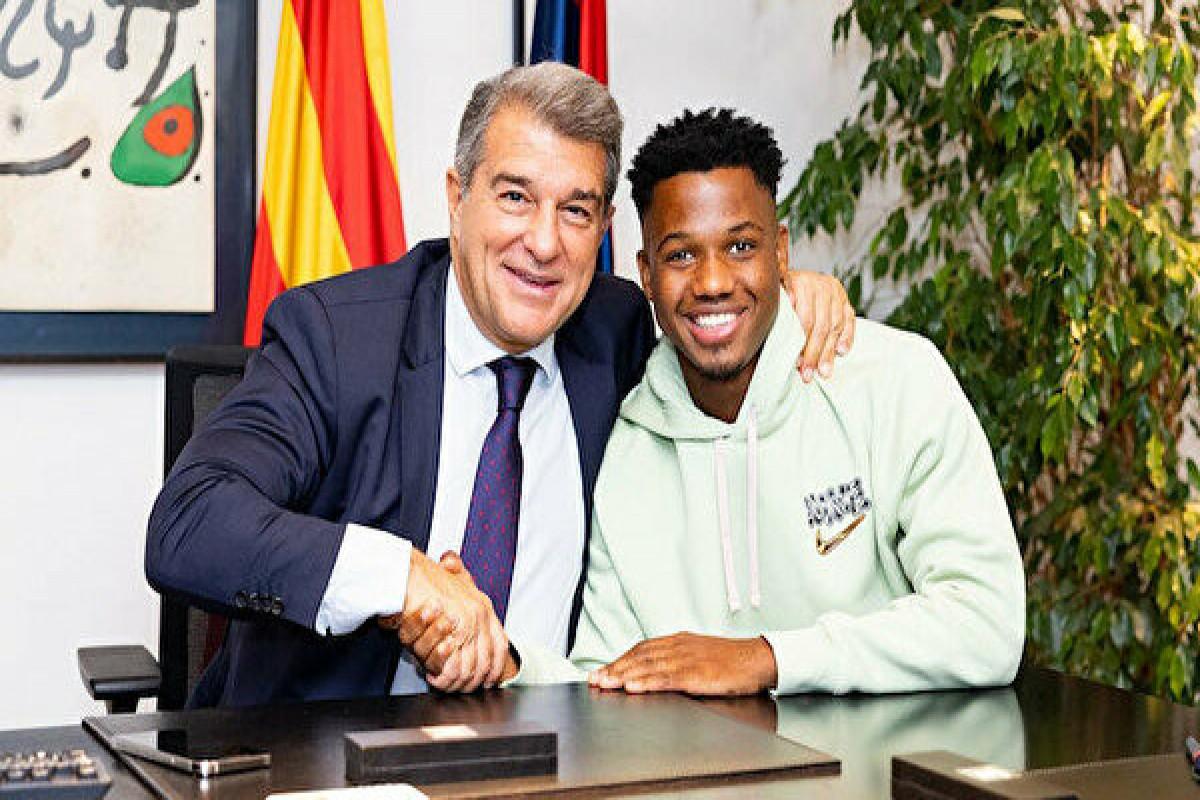 """""""Barselona"""" 18 yaşlı hücumçusu ilə 1 milyardlıq müqaviləni rəsmiləşdirib"""
