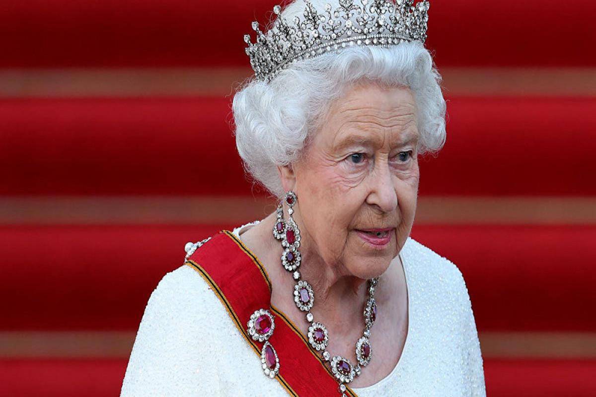 """Bakinqam Sarayı: """"Kraliça gecəni xəstəxanada keçirib"""""""