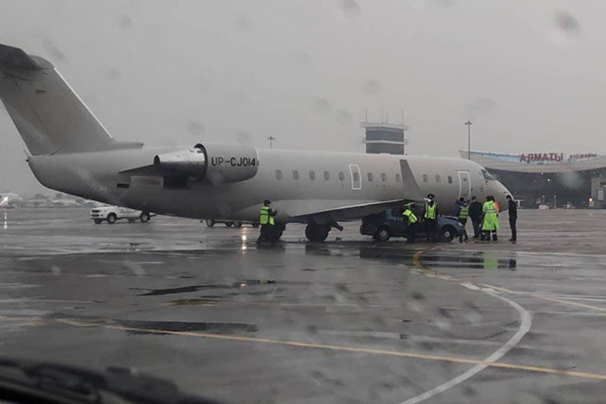Самолет с футболистами «Кайрата» столкнулся с легковым автомобилем в Алматы
