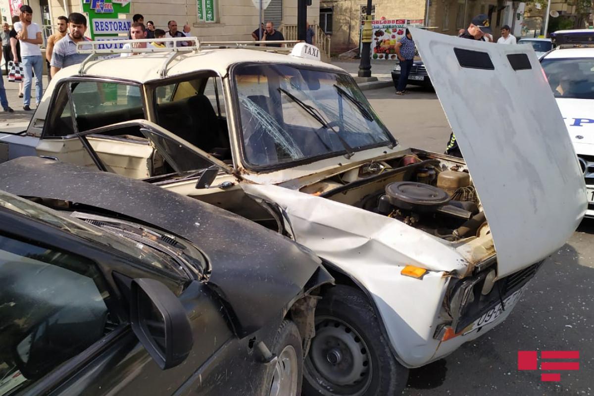 Yevlaxda iki avtomobil toqquşub, beş nəfər xəsarət alıb