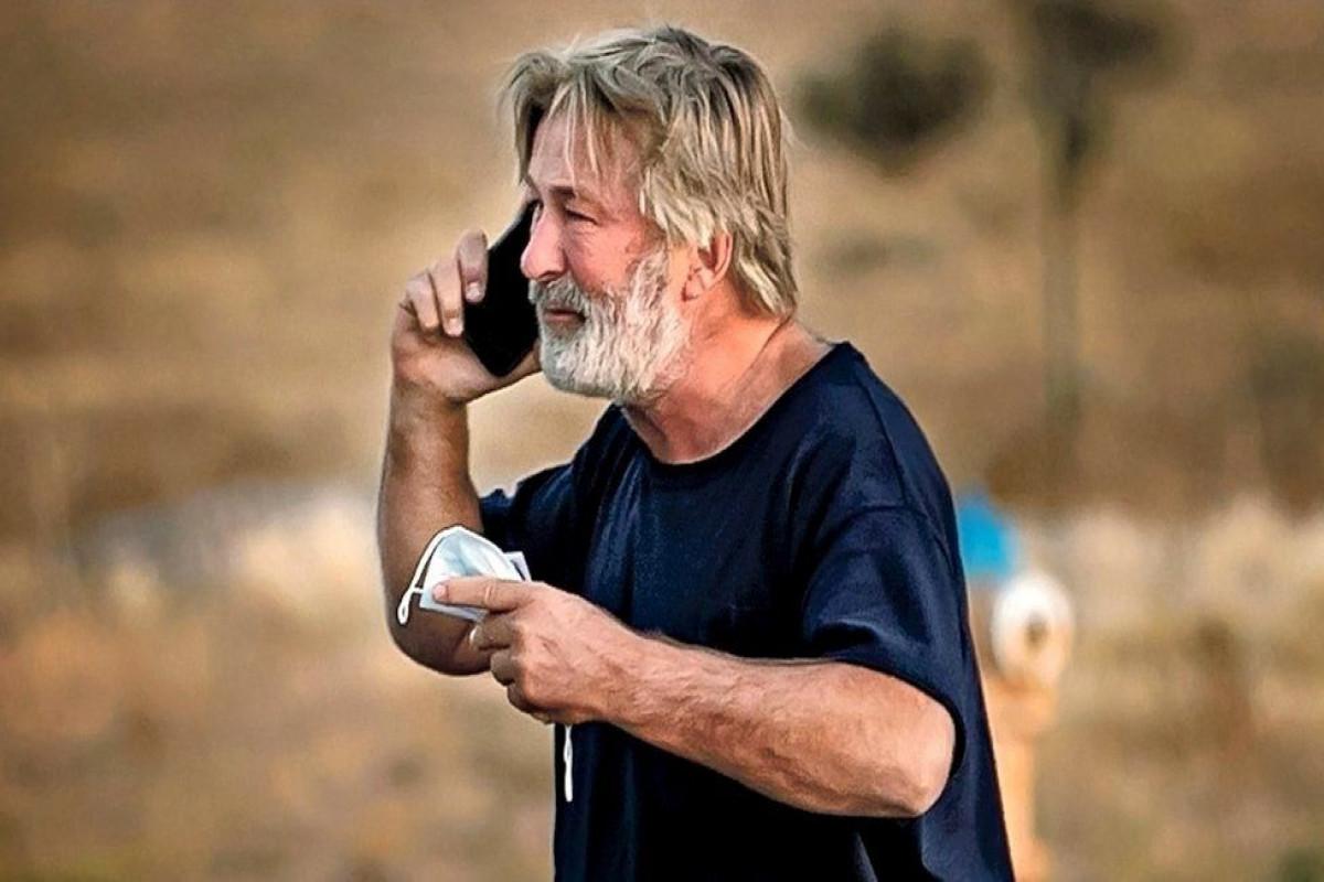 Alec Baldwin fatally shoots woman with prop gun on movie set