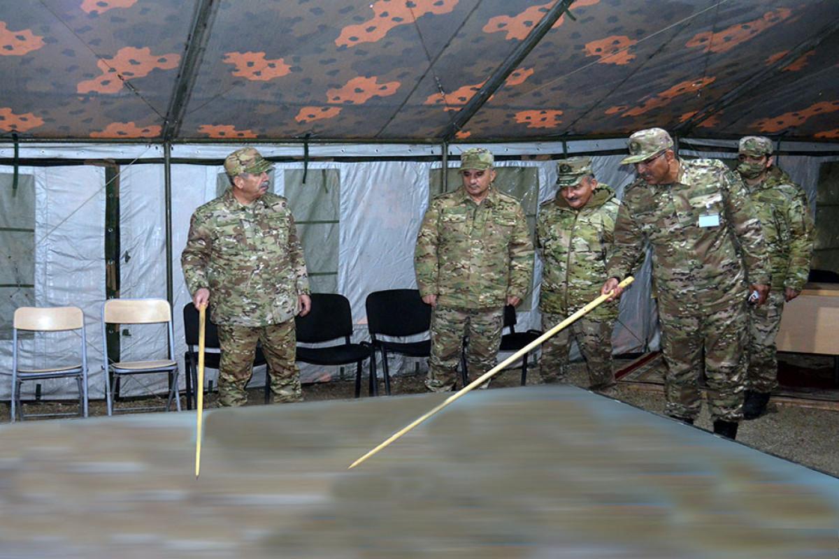 Закир Гасанов понаблюдал за командно-штабными учениями в Лачине
