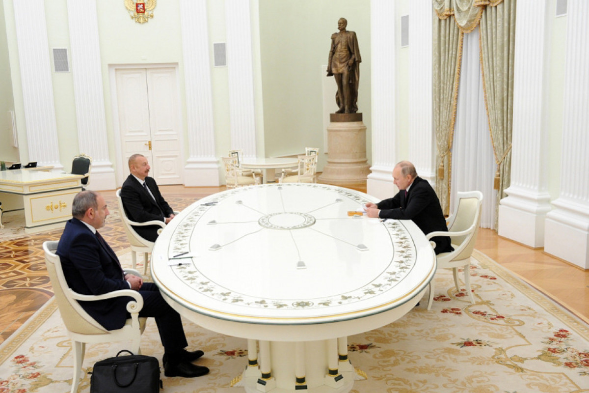 Президент Азербайджана Ильхам Алиев, Президент России Владимир Путин и премьер-министр Армении Никол Пашинян