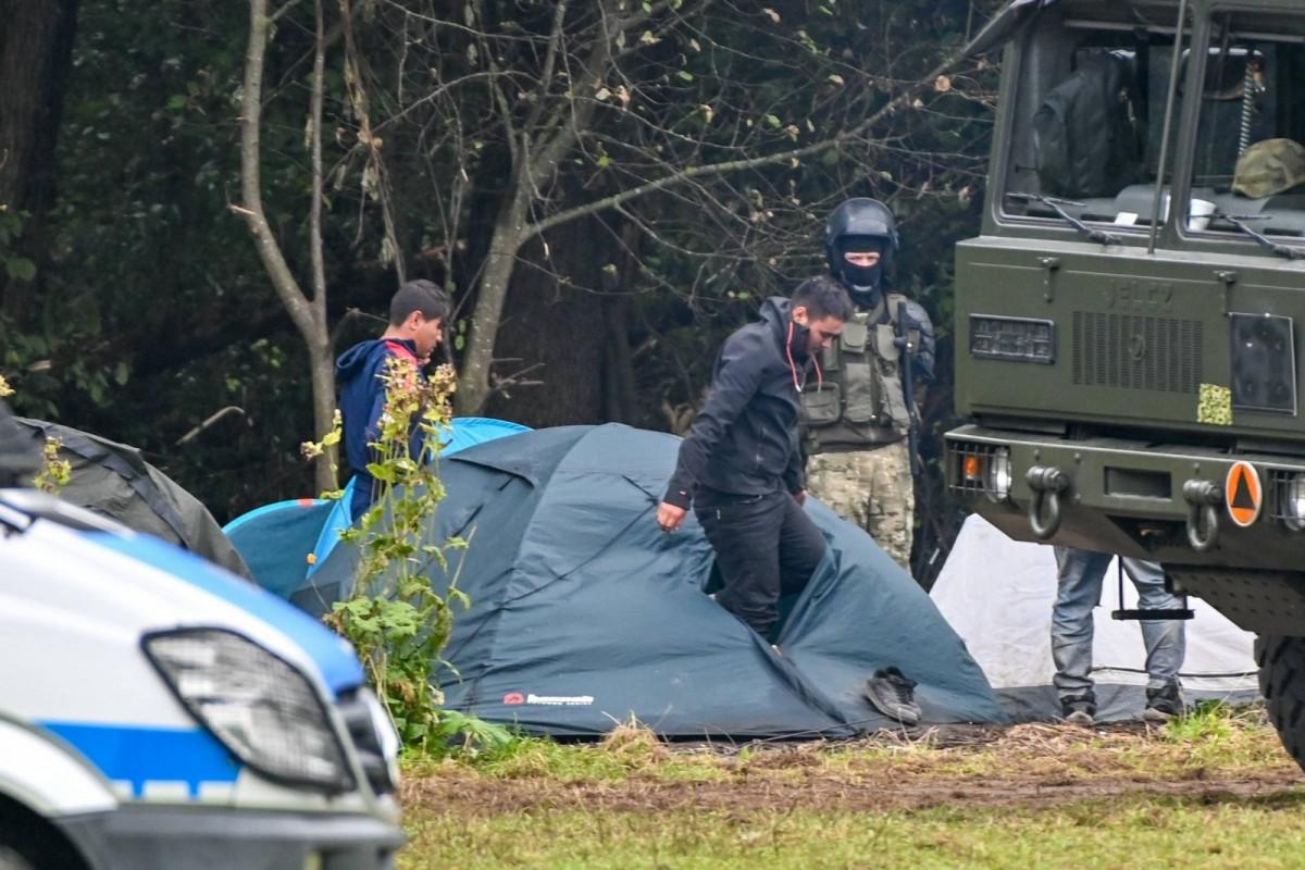 Полиция ФРГ обнаружила на границе с Польшей группу неонацистов с дубинками и мачете