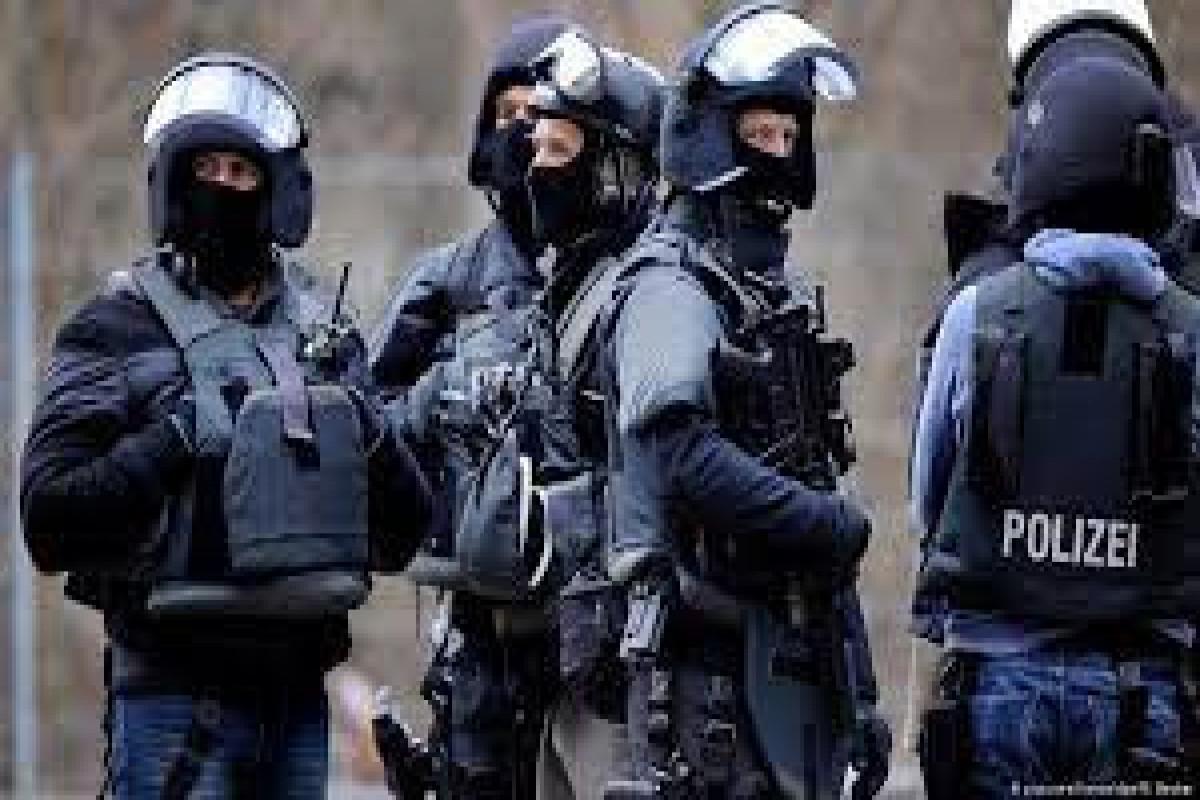 Alman polisi Polşa ilə sərhəddə bir qrup neonasist aşkarlayıb