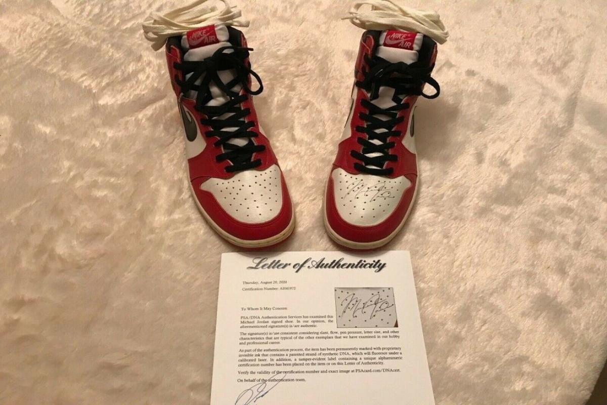 Первую пару созданных специально для Майкла Джордана кроссовок Nike продали за $1,47 млн