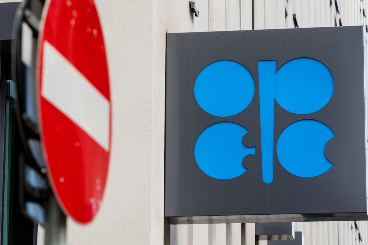 """""""OPEC+"""" bir sıra iştirakçını neft hasilatını artırarkən ehtiyatlı olmağa çağırıb"""