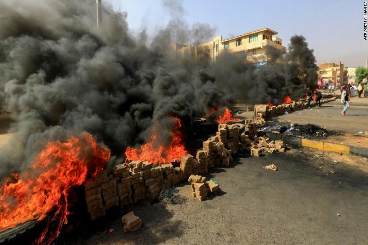 Crowds rally as Sudan PM held in apparent army coup; gunfire reported