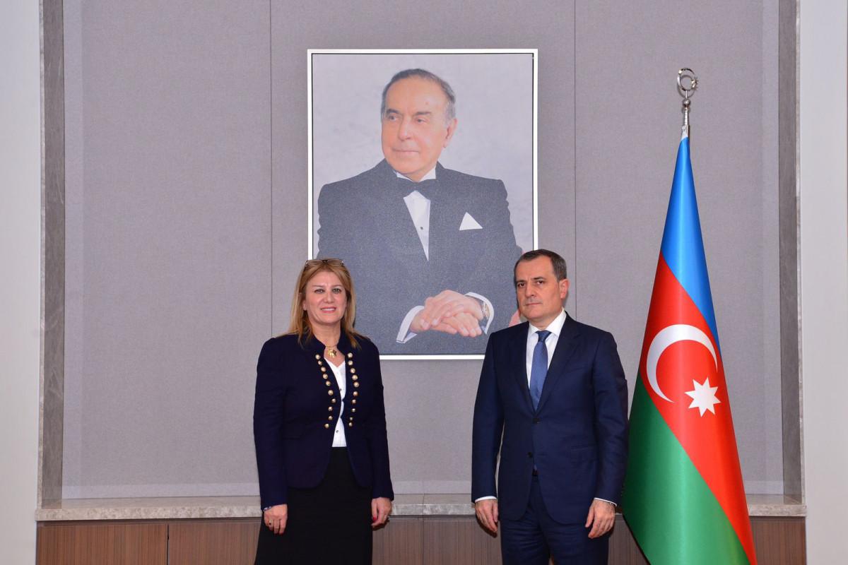 Джейхун Байрамов встретился с послом Алжира