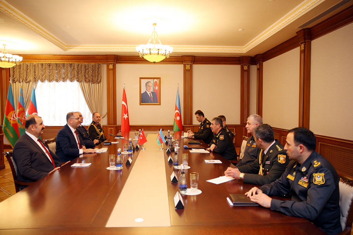 Azerbaijan Defense Minister met with administration of Turkish National Defense University