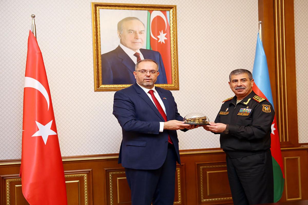 Встреча министра обороны  Закира Гасанова с ректором Национального университета обороны Турции профессором Эрханом Афьонджу