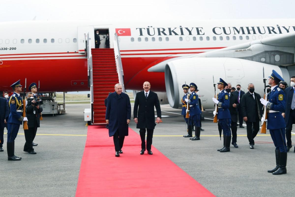 President Ilham Aliyev welcomes Erdogan at Fuzuli International Airport