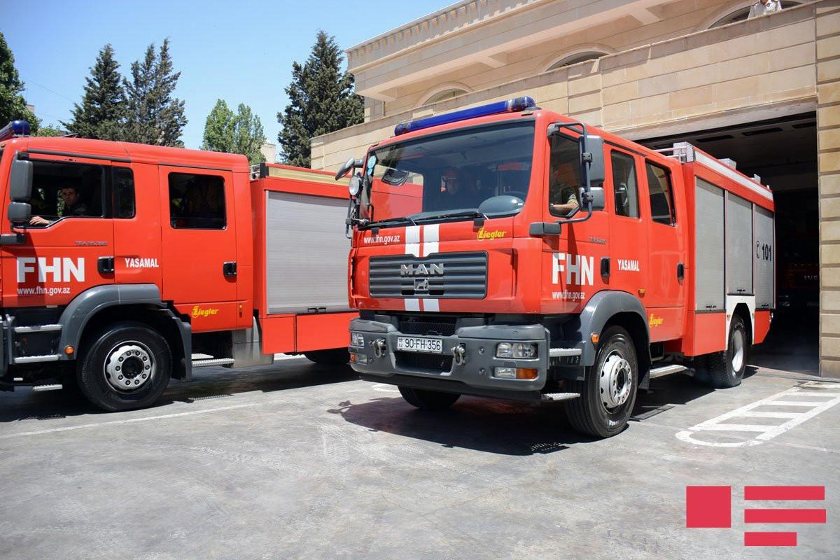 В Баку произошел пожар на территории топливозаправочной станции