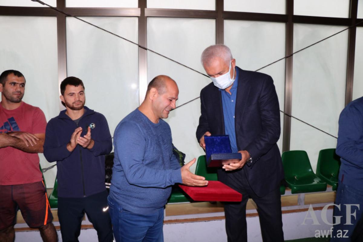 Главный тренер сборной Азербайджана оставил свой пост, будет работать директором в комплексе