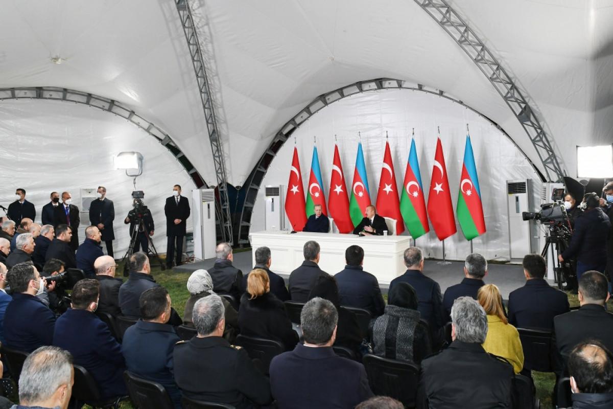 Azərbaycan və Türkiyə prezidentləri mətbuata birgə bəyanatla çıxış edir