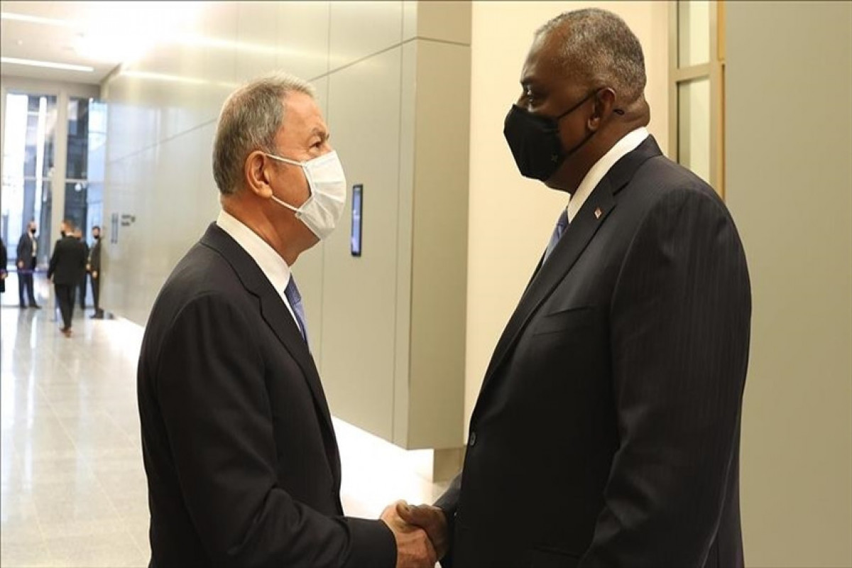 Министры обороны Турции и США Хулуси Акар и  Ллойд Остин