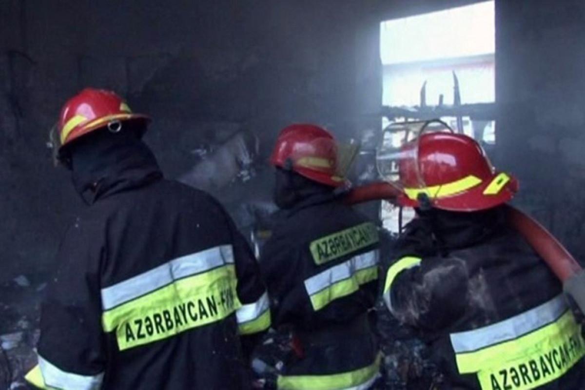 Kəpəz rayonunda yanan evdən 3 nəfərin meyiti aşkarlanıb