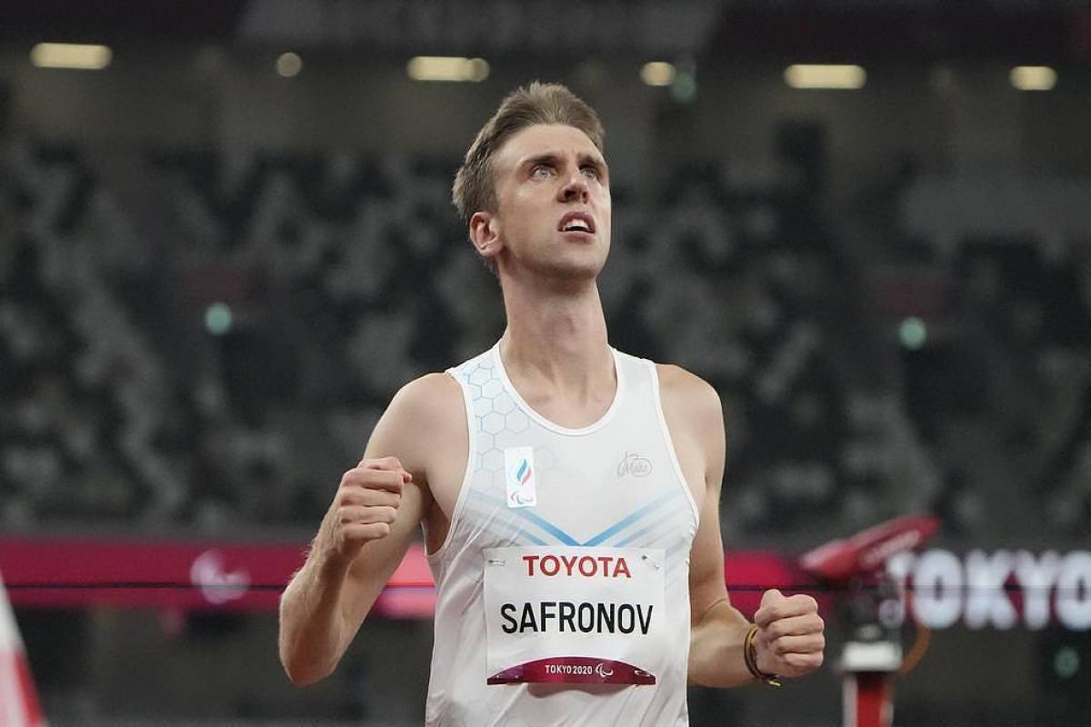 Russian sprinter Safronov takes gold, new World Record in men's 200m final