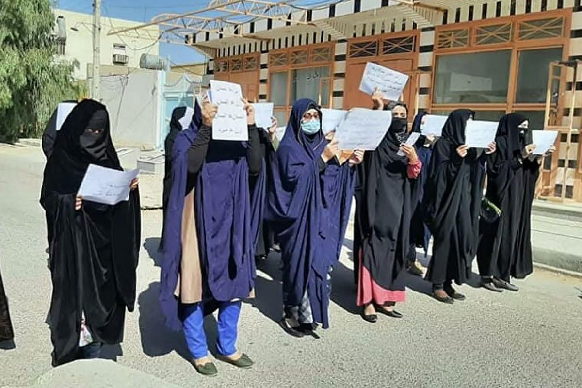 """""""Taliban"""" Kabildə qadınların aksiyasını dağıtmaq üçün qazdan istifadə edib"""