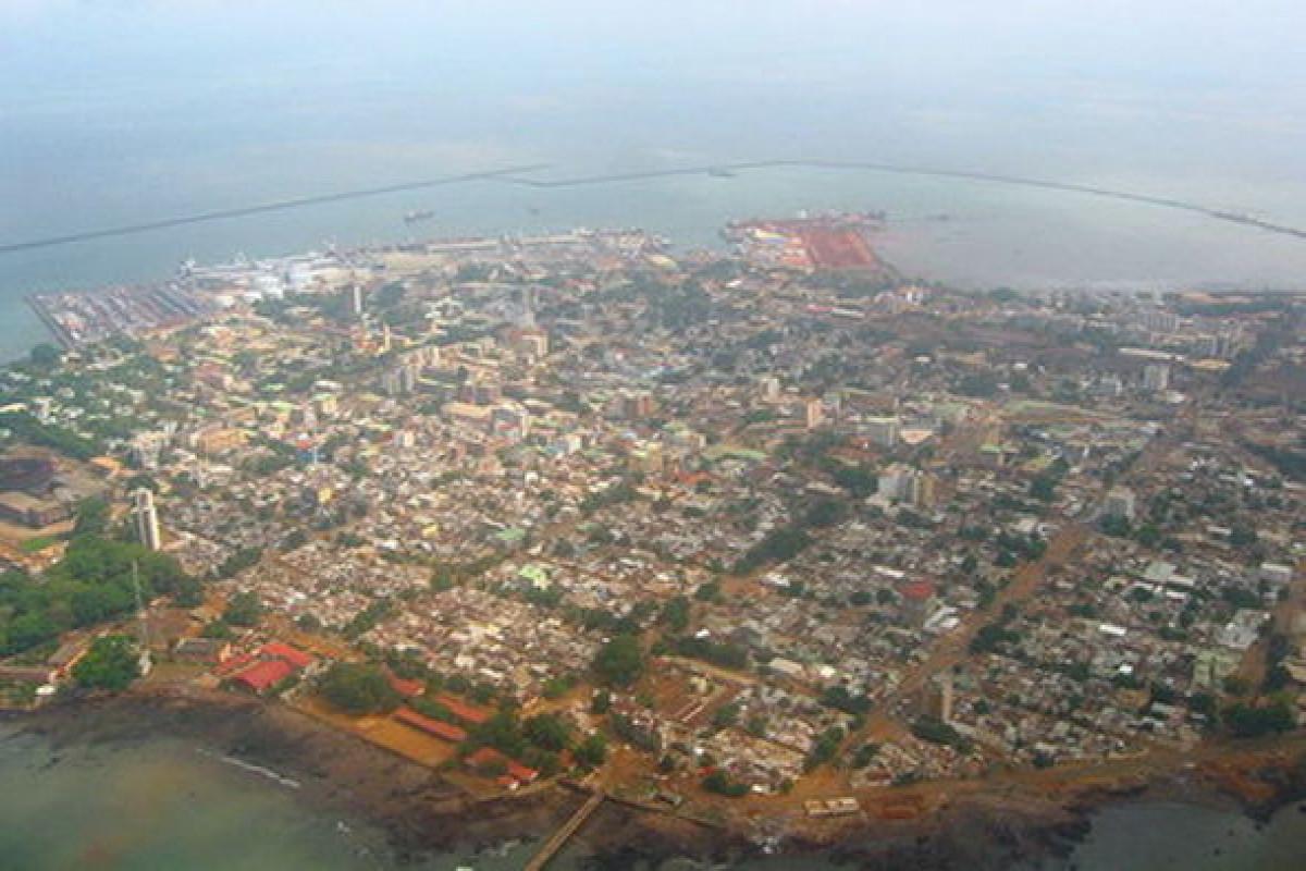 Üsyançılar Qvineyada komendant saatı elan edib