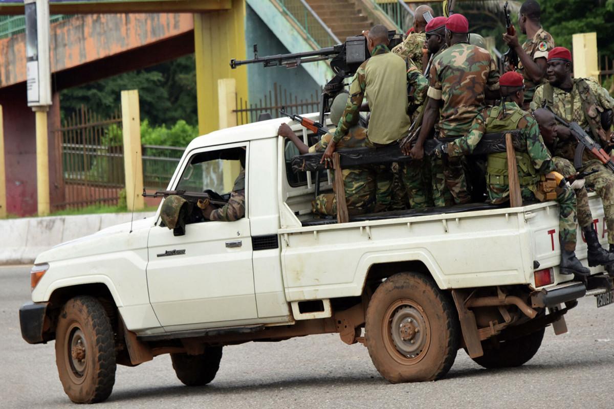 Лидер мятежников в Гвинее заявил, что президент находится под их контролем
