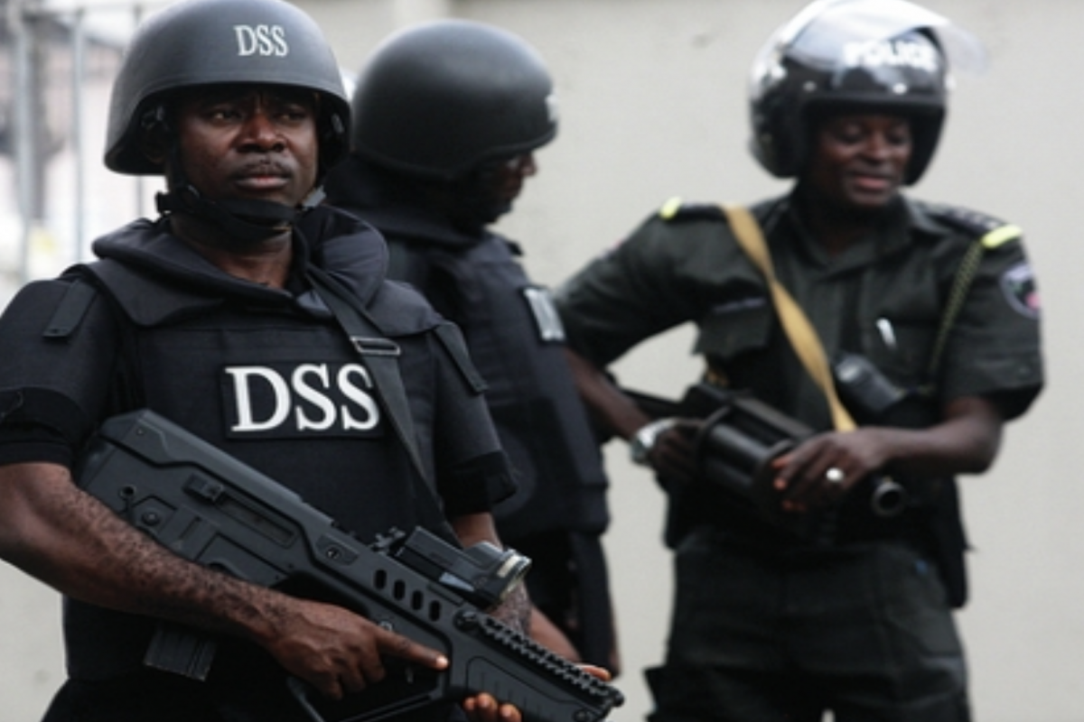 Nigerian security agency says armed gang stole its court files