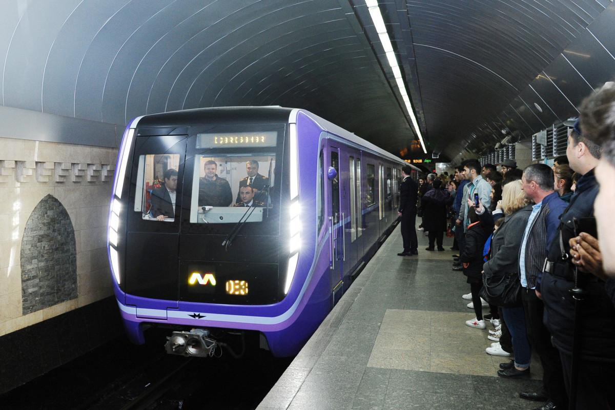 Metroda nasazlığa görə xətlərdə 3-4 dəqiqə yubanma olub