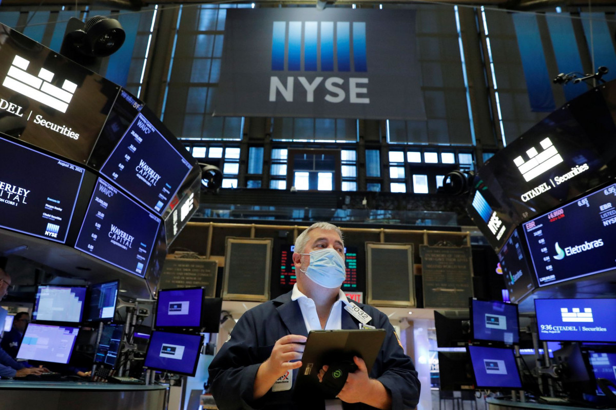 Wall Street ends down, Apple sinks on app store ruling