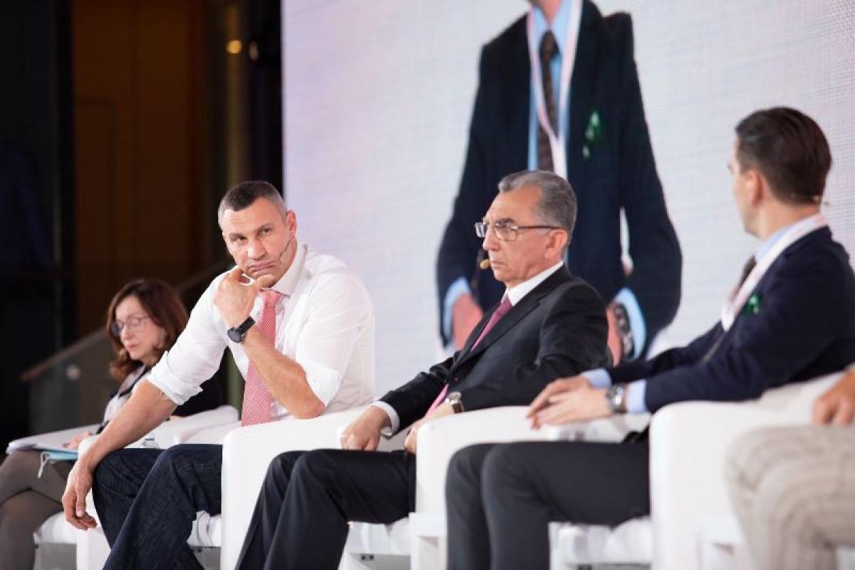 Eldar Əzizov Kiyev İnvestisiya Forumunda iştirak edib