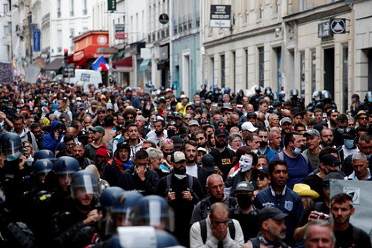Parisdə keçirilən mitinqdə 100-ə yaxın aksiyaçı saxlanılıb
