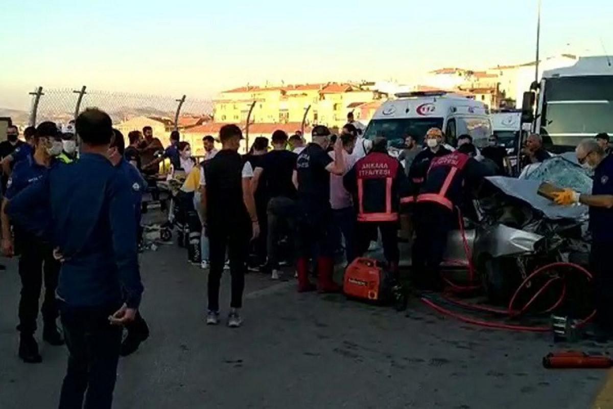 Türkiyədə yol qəzası olub, 5 nəfər ölüb