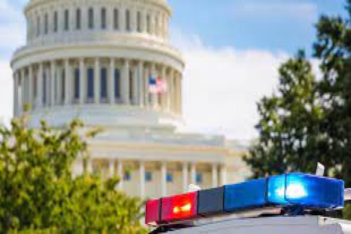 ABŞ-da Kapitoliya binası qarşısanda soyuq silahla dolu nömrəsiz yük maşını saxlanılıb - VİDEO
