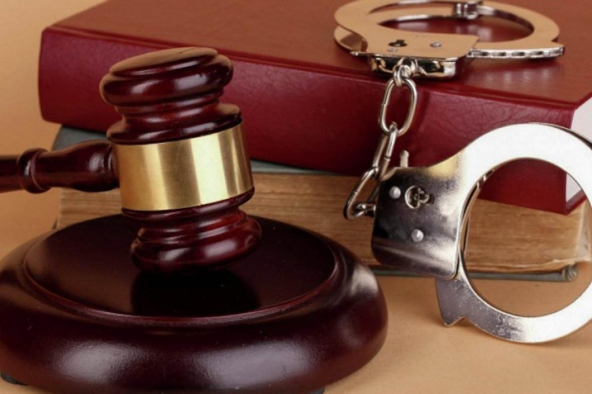 Начинается суд над жителем Баку, задушившим знакомую электропроводкой