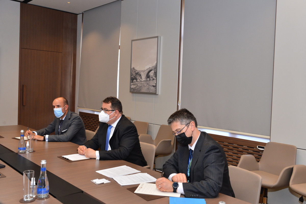 Джейхун Байрамов встретился с новоназначенным представителем ЕС в Азербайджане Петром Михалко