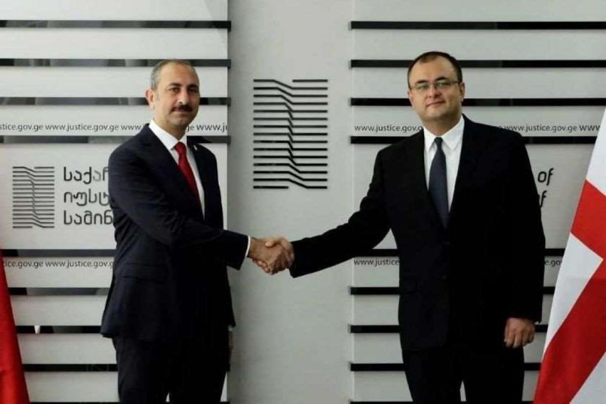 Türkiyənin ədliyyə naziri Gürcüstana ilk rəsmi səfərini edib