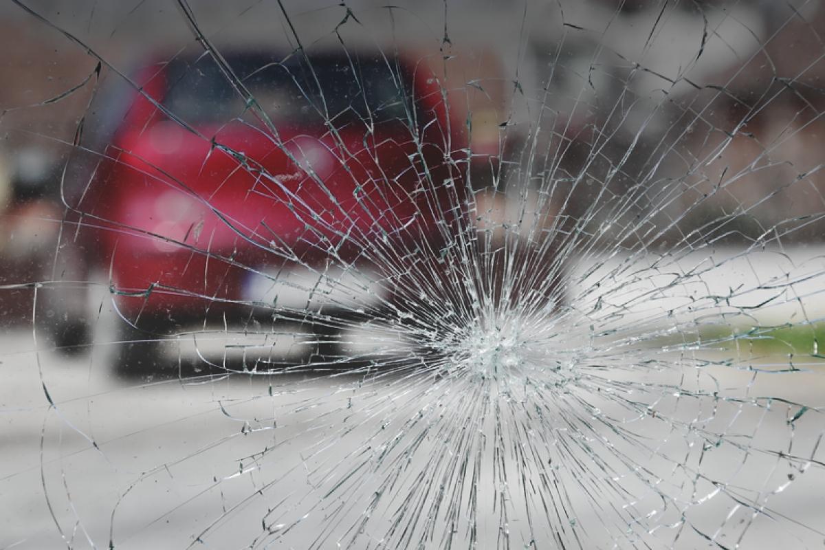 На Бакинской кольцевой дороге столкнулись 3 автомобиля, есть пострадавшие