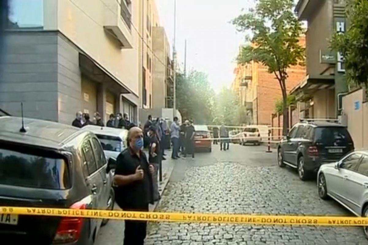 Gürcüstanda 22 yaşlı gənc silahlı insident zamanı 9 güllə yarası alıb
