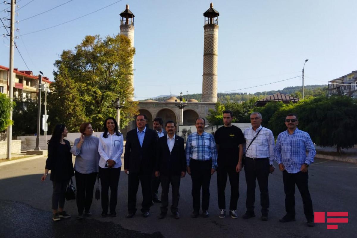 İƏT OA-nın nümayəndə heyəti Yuxarı Gövhər Ağa məscidində namaz qılıb