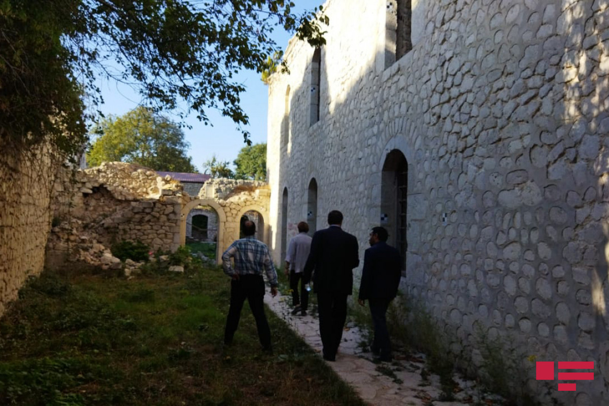 OIC OA delegation viewed destructions in Ashagi Govhar Aga mosque, committed by Armenians-PHOTO