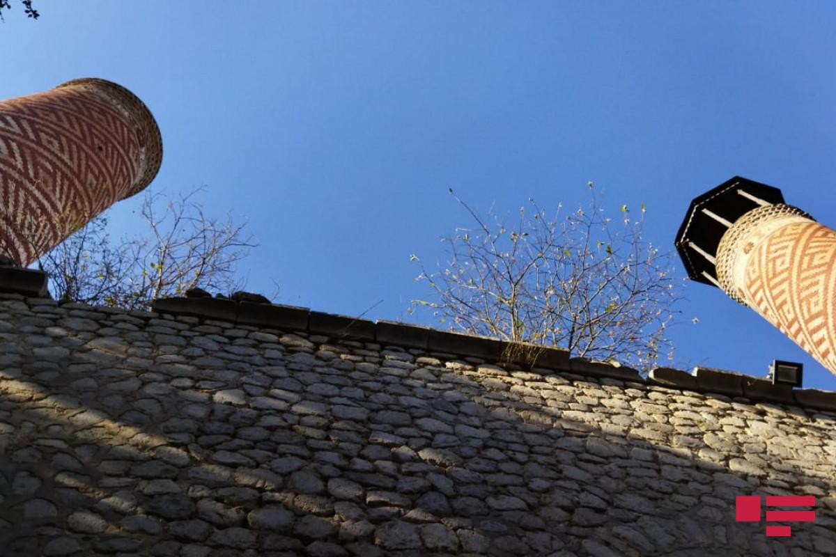 Члены делегации АО ОИС осмотрели  разрушения, совершенные армянами в мечети Ашагы Говхар Ага