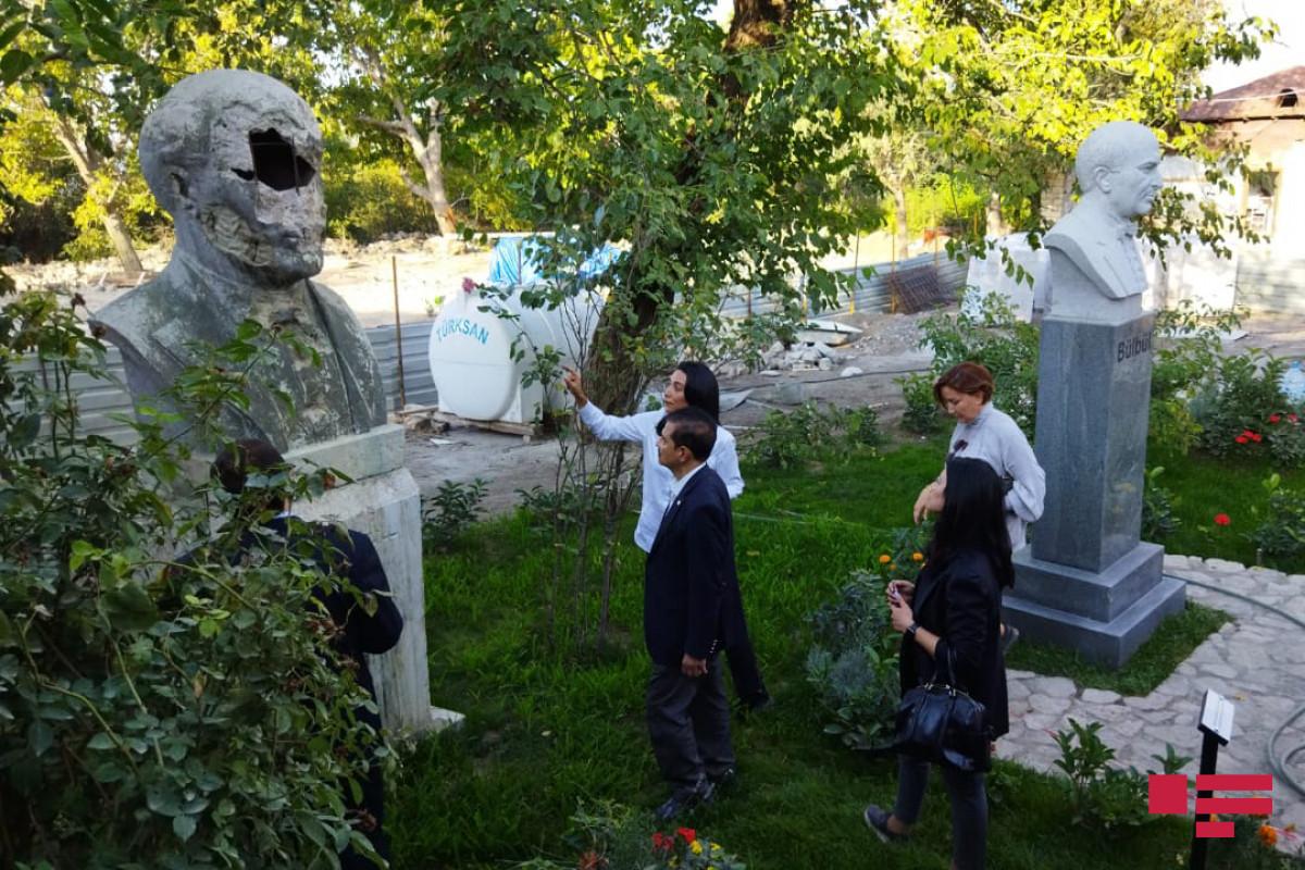 İƏT Ombudsmanlar Assosiasiyasının nümayəndə heyəti Şuşada Bülbülün ev muzeyində olub